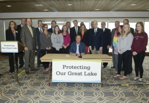Gov. Kasich signing the nutrient bill, S.B. 1